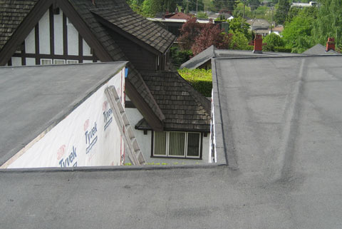 sbs-membrane-roof-waterproffing-sloping-roof-dam-at-courtyard
