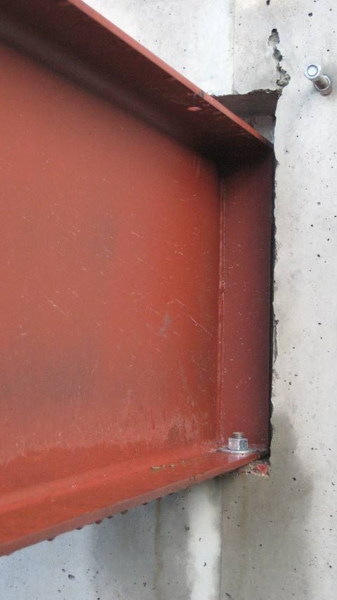 steel-beam-in-concrete-pocket-connection