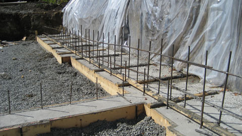 concrete+spread+footings-for-a-house-against-wxcavation-wal
