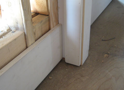 baseboard-at-door-frame
