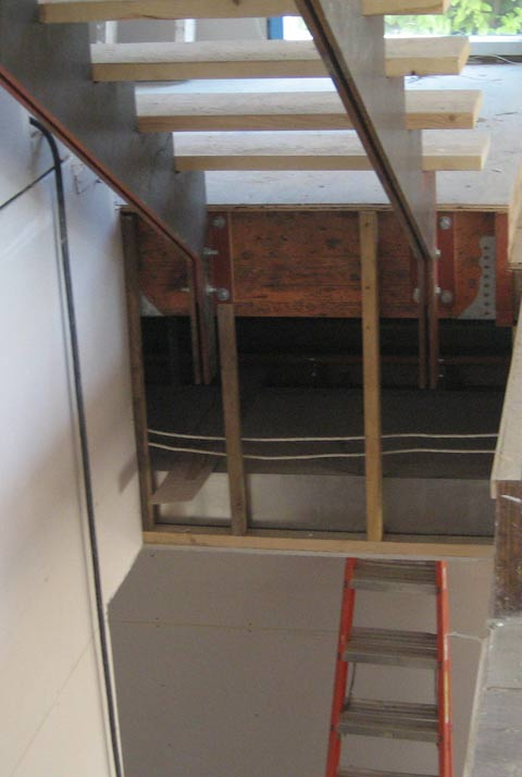 steel-stringer-supporting-interior-stair