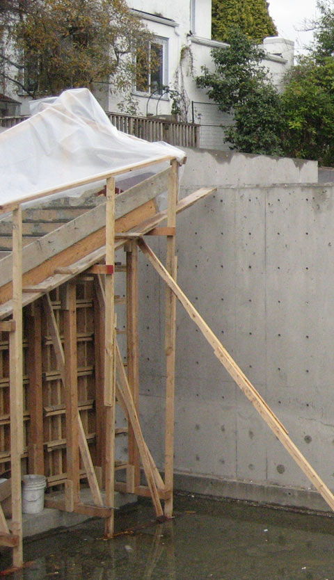 cantilevered+concrete+stair-poured-into-formwork