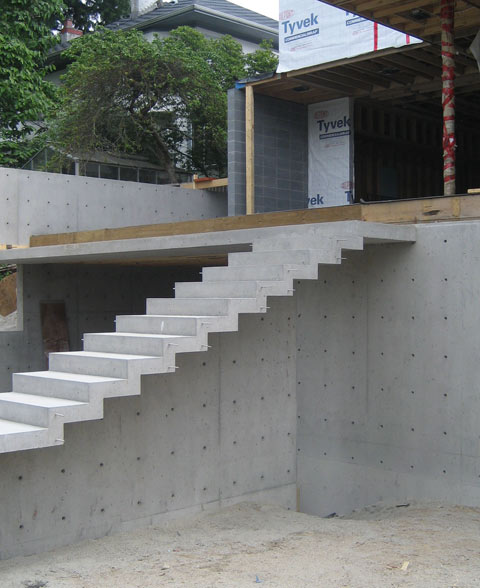 cantilevered-concrete-stair-architectural-concrete