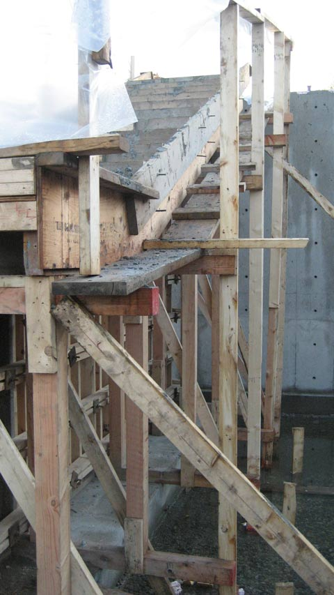 cantilevered-concrete-stair-formwork