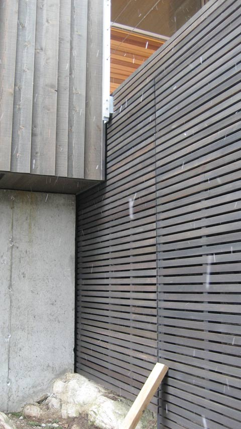 Vertical wood siding aluminum siding page 8 exterior sidi for Horizontal metal siding