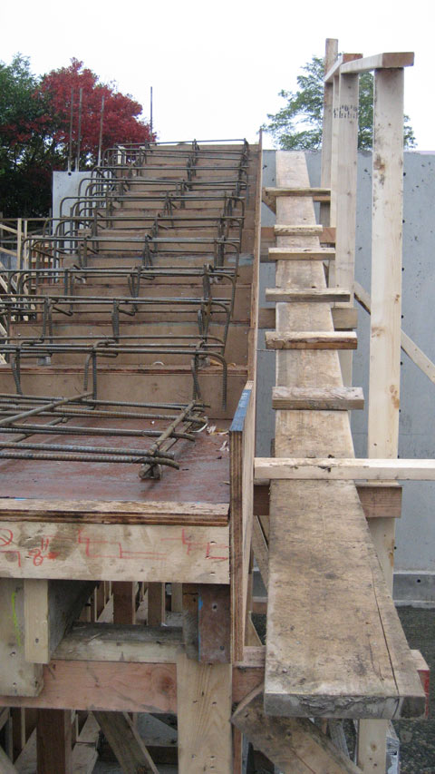 cantilevered+concrete+stair-formwork-and-reinforcement