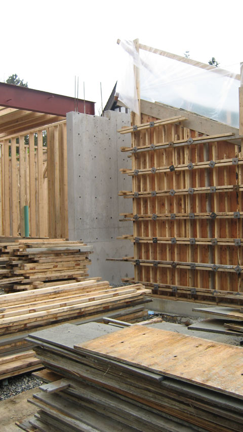 formwork-around-cantilevered-concrete-stair