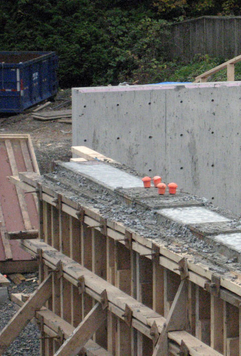 formwork-around-concrete+retaining+wall