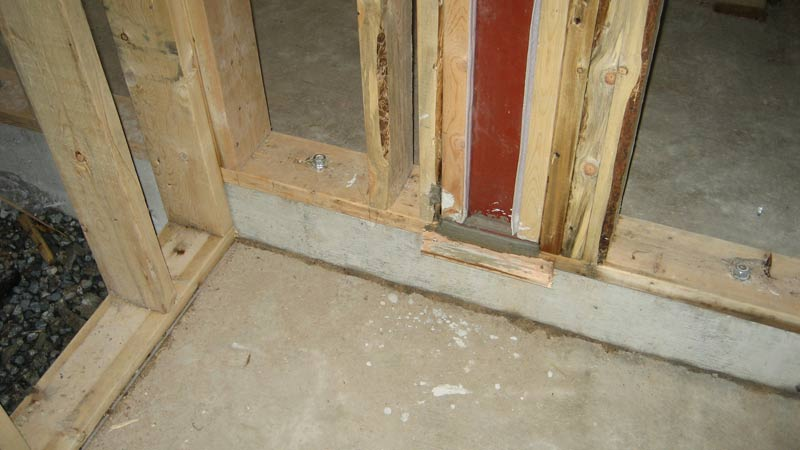 sill-plate-attached-with-bolts-to-concrete-slab-steel-column-and-steel-baseplates-with-fresh-grout-applied