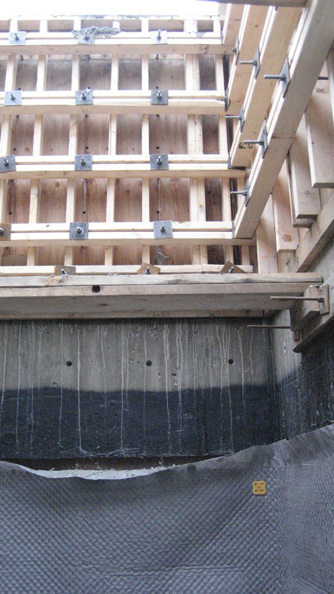 two+stage-pour-of-concrete+foundation-wall-formwork