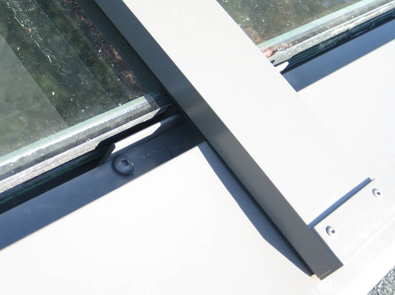 skylight-detail-close-up-curtain-wall-frame
