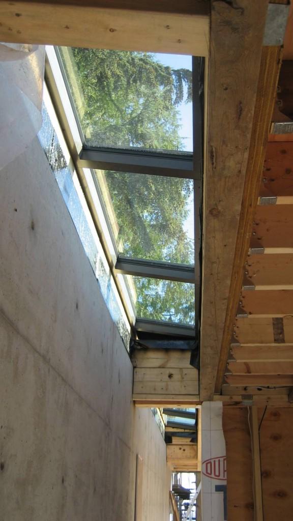 Index of constructionblog wp content uploads 2011 04 for Skylight framing