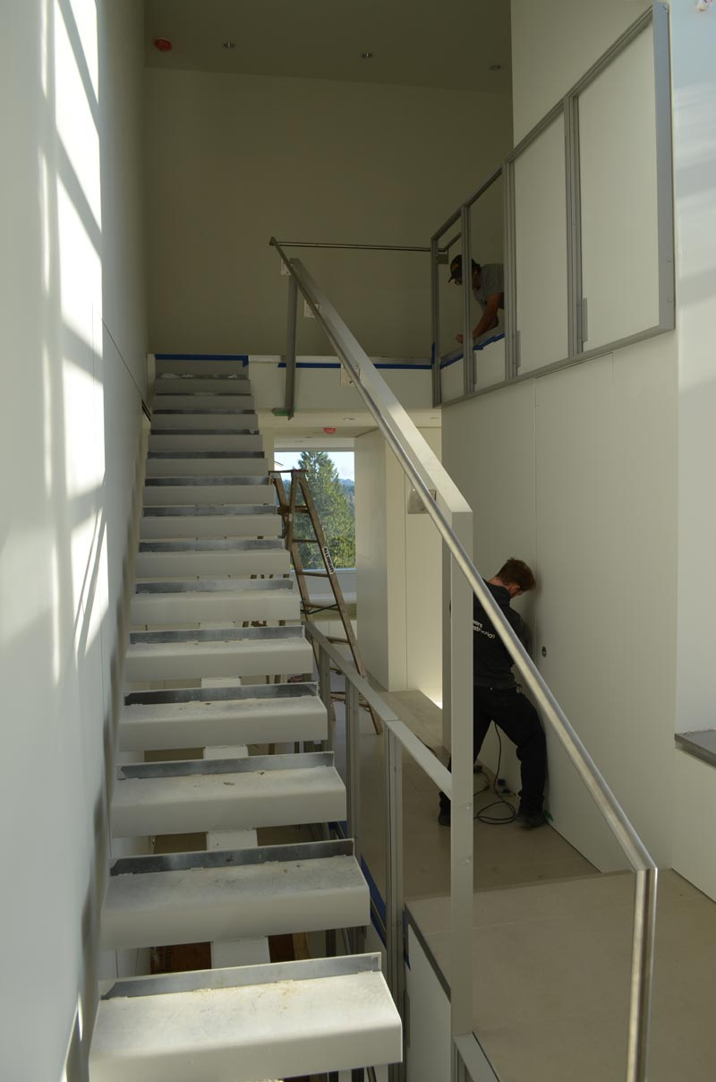 INTERIOR-STEEL-STAIR-WITH-STAINLESS-STEEL-HANDRAIKL