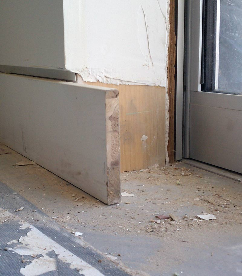 MDF-BASEBOARD-DETAIL-SHADOW-BEAD-AND-DRYWALL-AT-CORNER