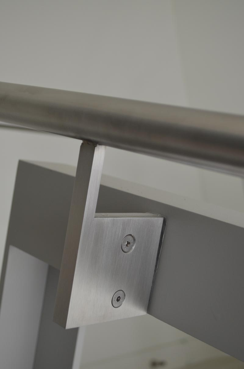 STAINLESS-STEEL-HANDRAIL-DETAIL