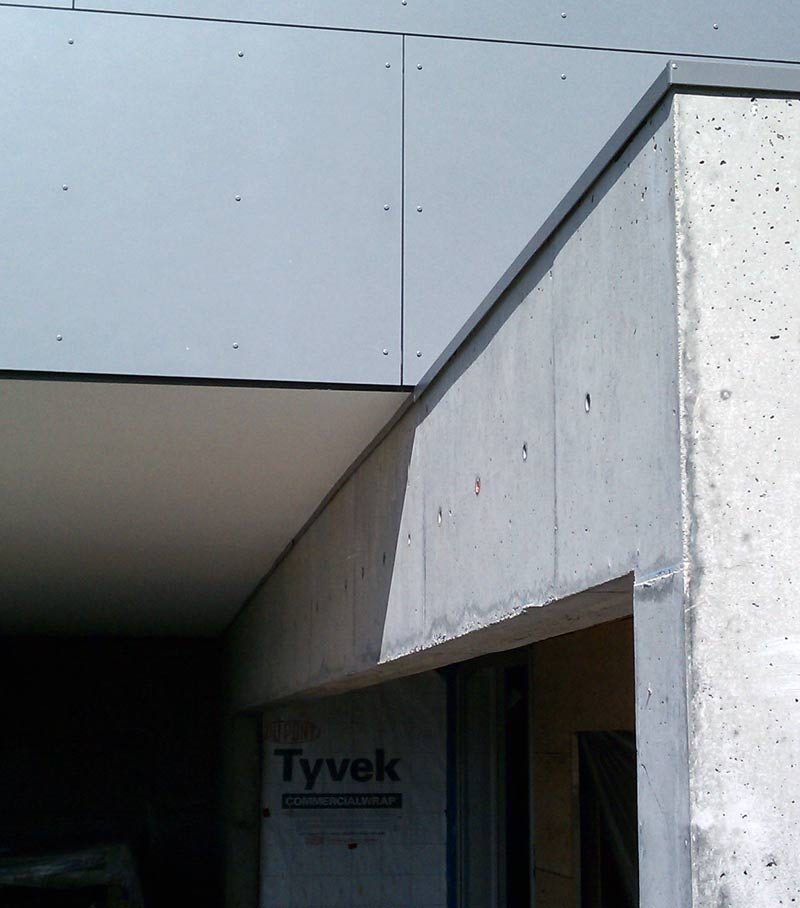 STUCCO-SOFFIT-AT-FLASHING-OVER-CONCRETE-WALL