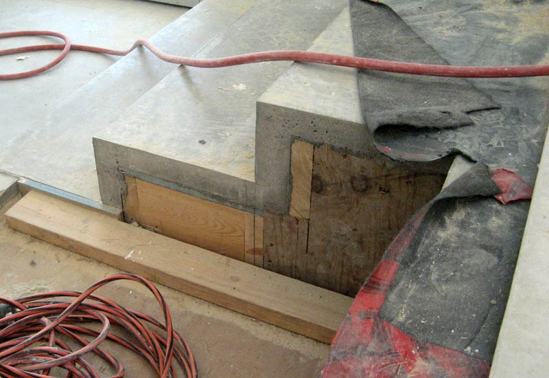 THIN-CONCRETE-TOPPING-OVER-INTERIOR-STEPS----STAIR-FRAMING