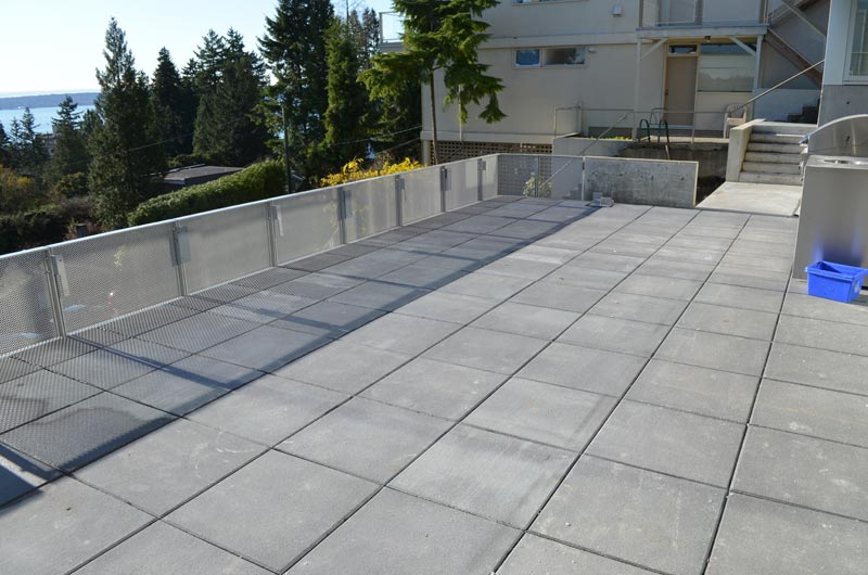 concrete-pavers-deck-with-mesh-guard