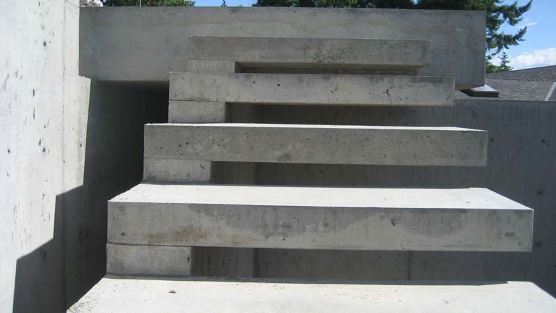 exterior-concrete-cantilevered-stair-front-view-detail