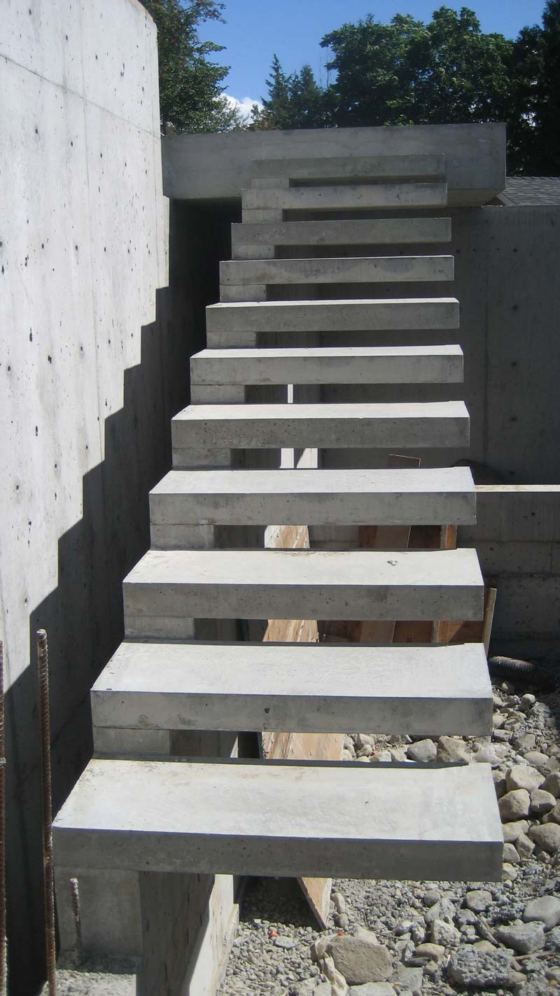 Detail cantilevered concr stair home building in for Steps on building a house