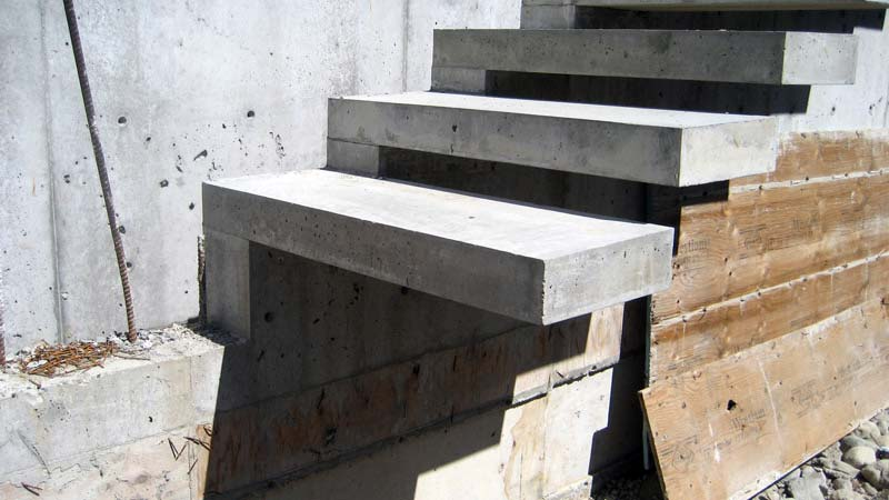 exterior-concrete-cantilevered-stair-oblique-view-detail