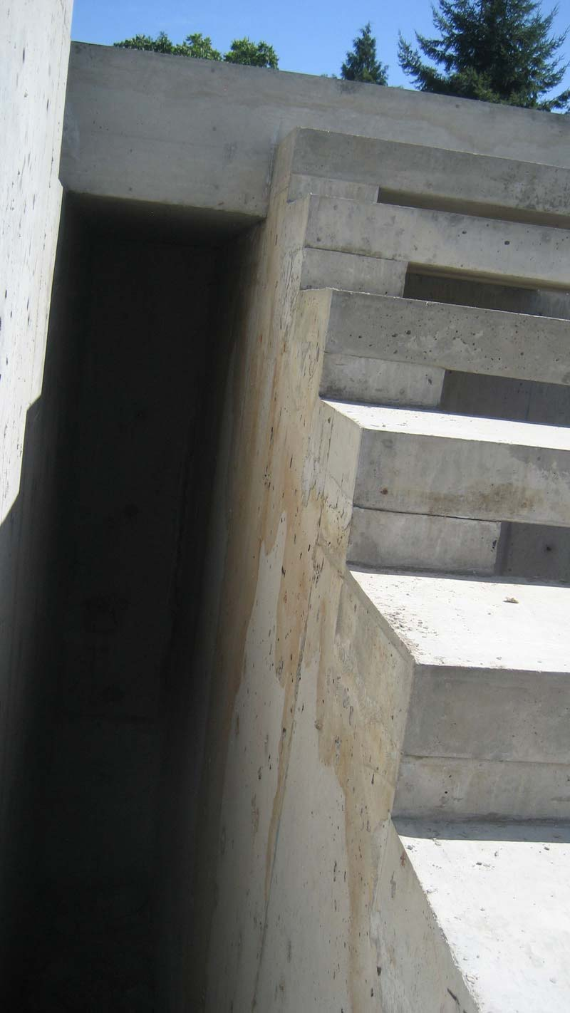 exterior-concrete-cantilevered-stair-side-view-detail