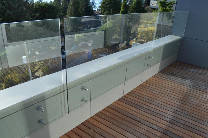 glass-guard-at-wood-deck