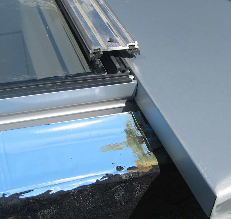 pressure-plate-over-aluminum-breakshape-and-curtain-wall-skylight-glazing