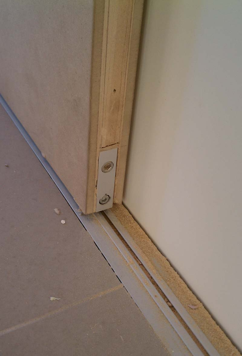 INTERIOR-SLIDING-DOOR-BOTTOM-TRACK