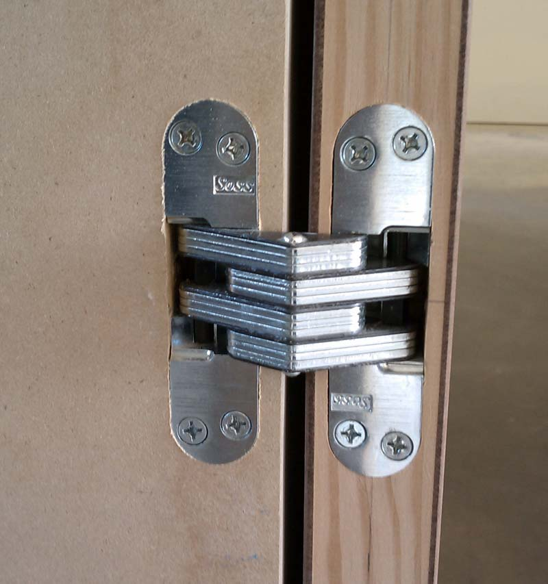 SOSS-HINGE-INTERIOR-DOOR-THREE-QUATERS-WAY-OPEN