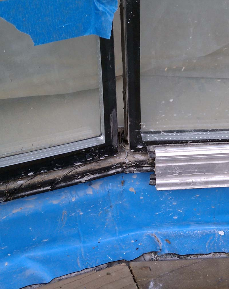 silicone-butt-joint-between-two-double-glazed-window-panes