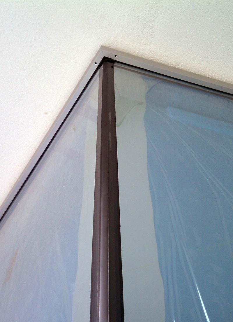 silicone-joint-at-curtain-wall-window-corner-from-the-outside