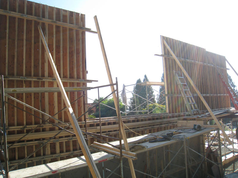 formwork-for-a-cantilevered-concrete-wall-opposite-side