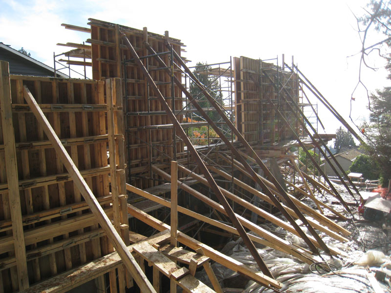formwork-for-a-cantilevered-concrete-wall-plus-shoring