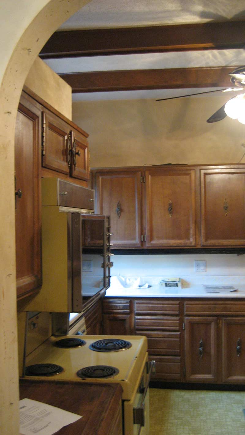 house-renovation-kitchen-millwork2-existing-condition