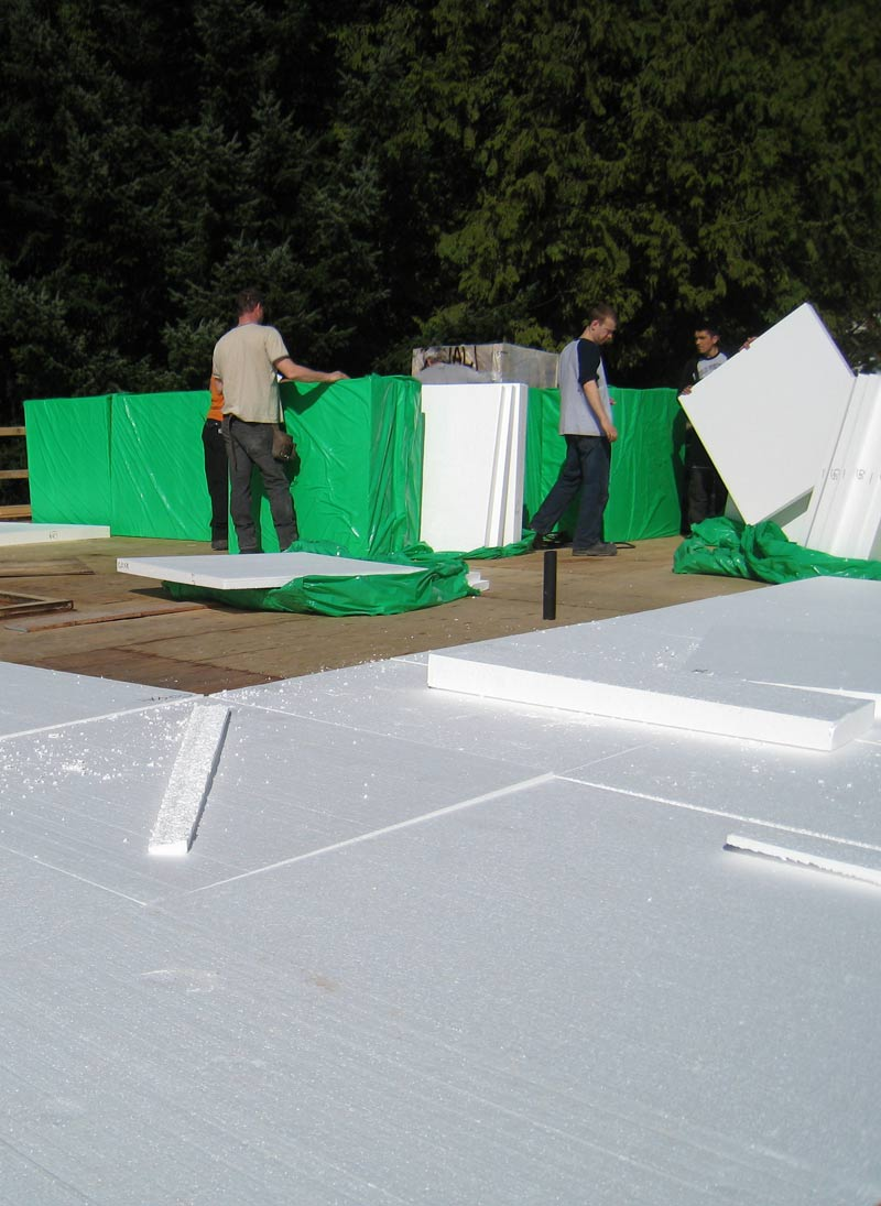 RIGID-INSULATION-FOAM-APPLIED-TO-ROOF---SLOPED-TO-DRAIN
