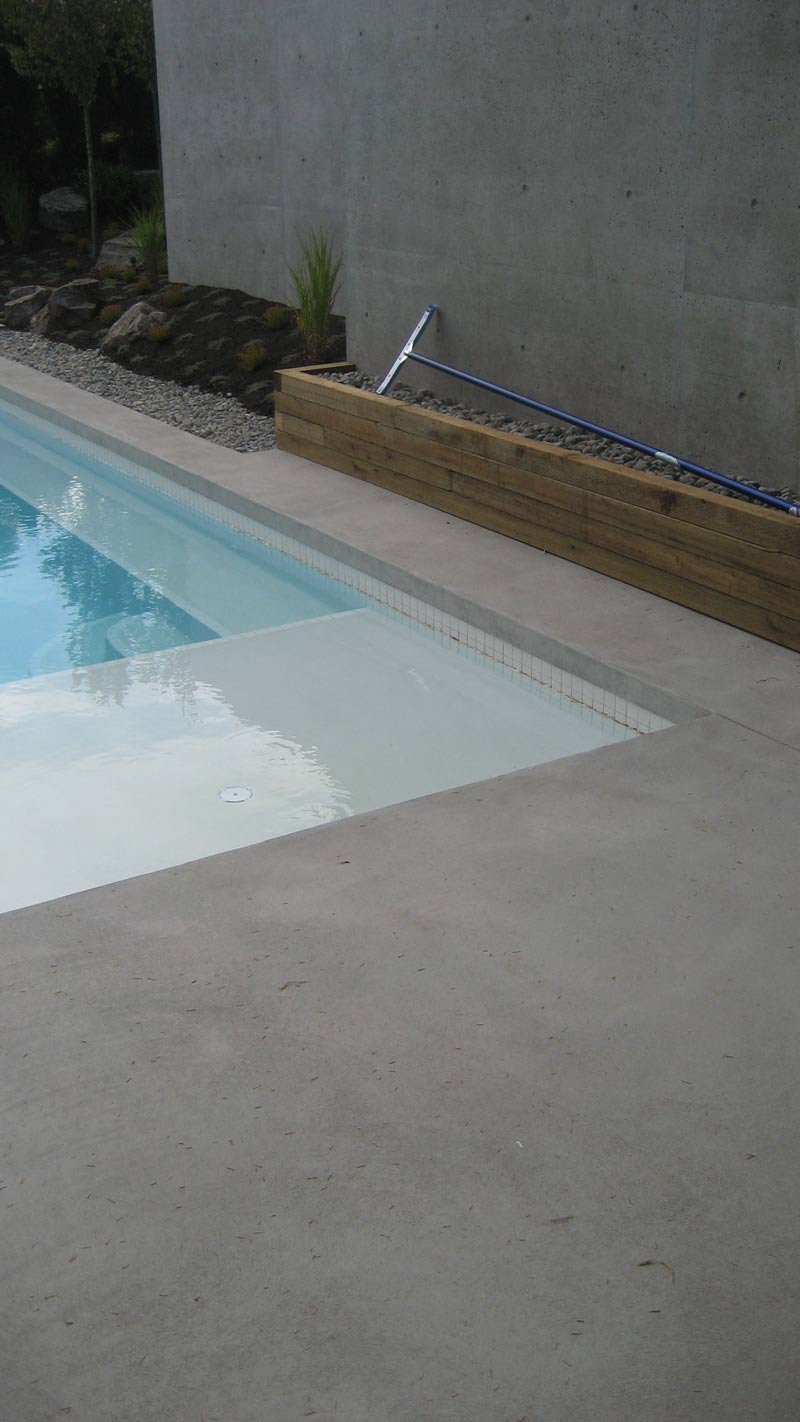Detail pool home building in vancouver for Concrete pool