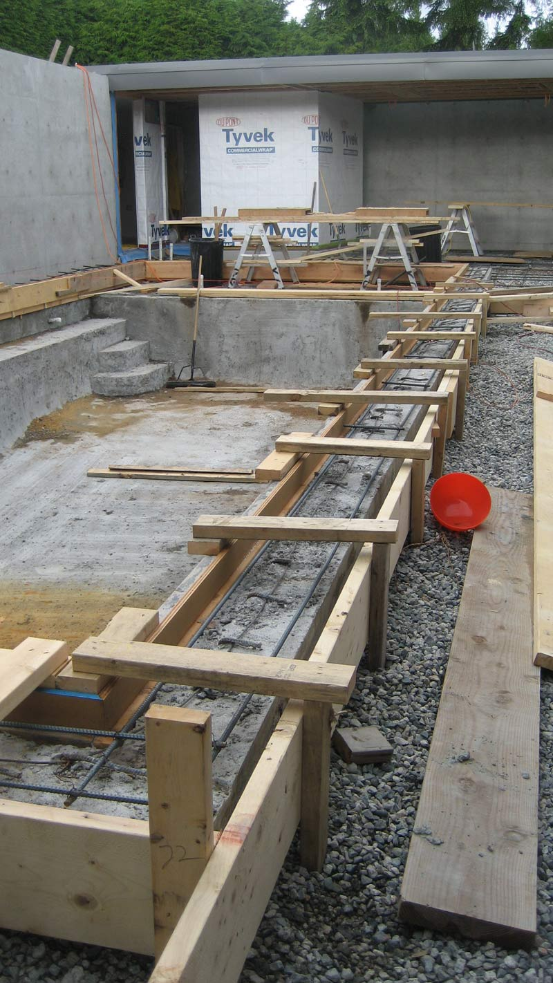 concrete-pool---formwork-for-second-pour-around-pool-adges---reinforcement-for-slab-on-grade-around-pool---view-at-pool-house-3