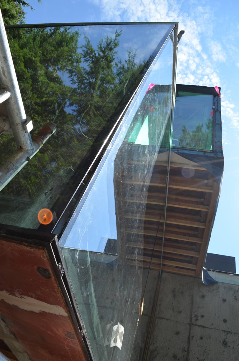West Van Cantilevered Glass Box 171 Home Building In Vancouver