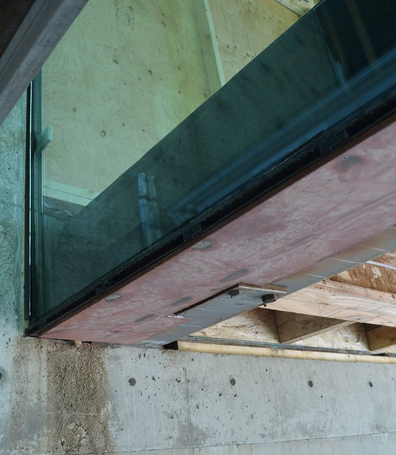 GLAZED-CANTILEVER-BOX-AT-CONCRETE