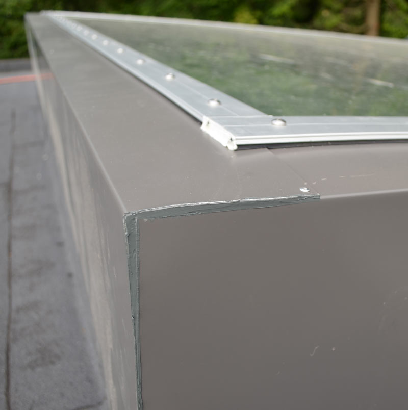 LOW-SLOPE-SKYLIGHT----CURTAIN-WALL-FRAME------CORNER-DETAIL-----SEALANT