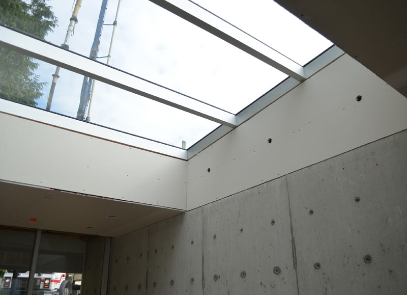 SKYLIGHT-VIEW-FROM-THE-INSIDE-----LOW-SLOPE-SKYLIGHT------CURTAIN-WALL-FRAME-----DRYWALL