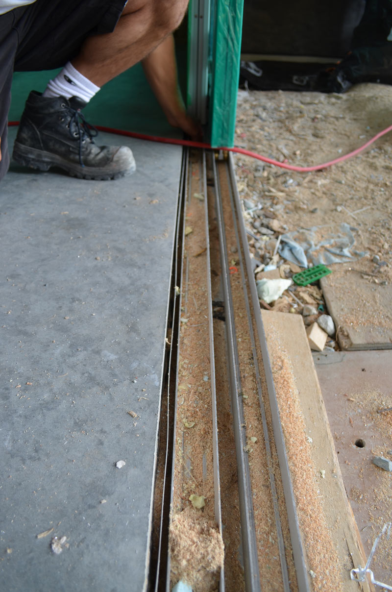 BOTTOM-SUPPORTED-SLIDER-DOOR-----BOTTOM-TRACK-DETAIL