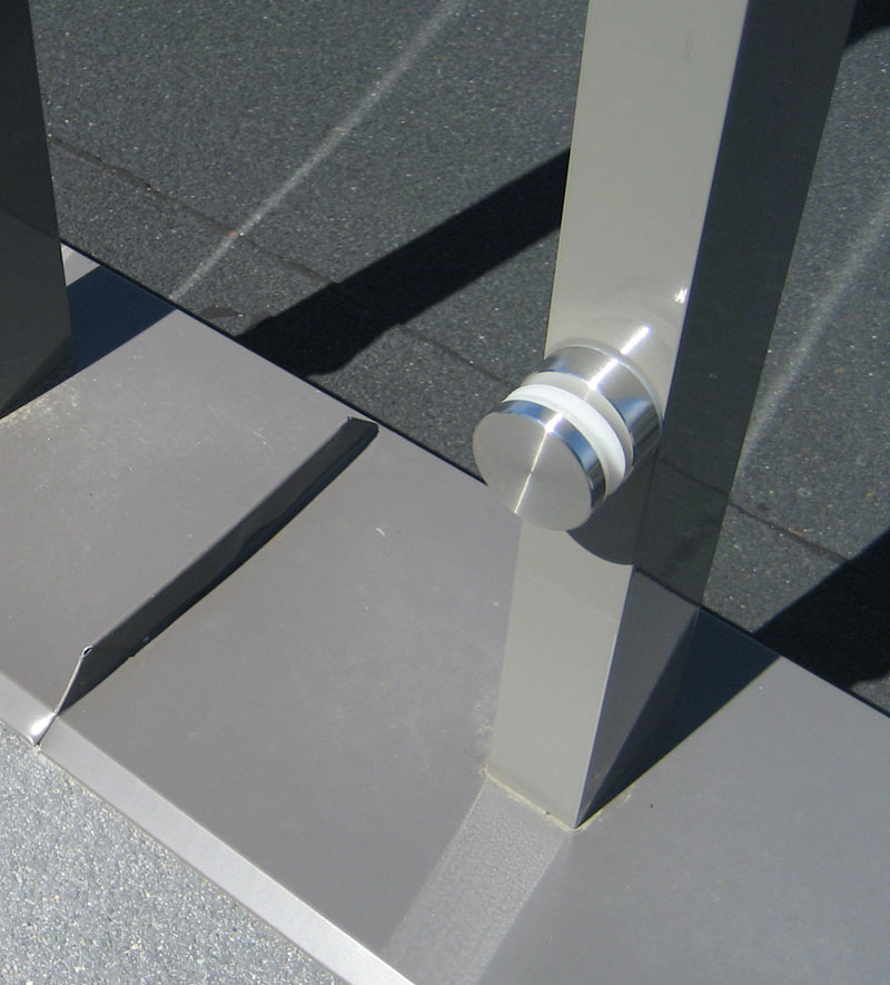 ALUMINUM-STANCHION-AND-BUTTON-ATTACHMENT-AT-A-ROOF-DECK