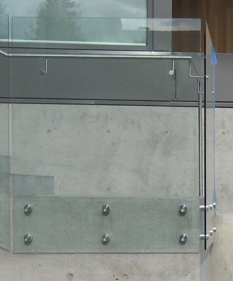Glass-guard-attached-to-concrete-stair-with-button-attachments