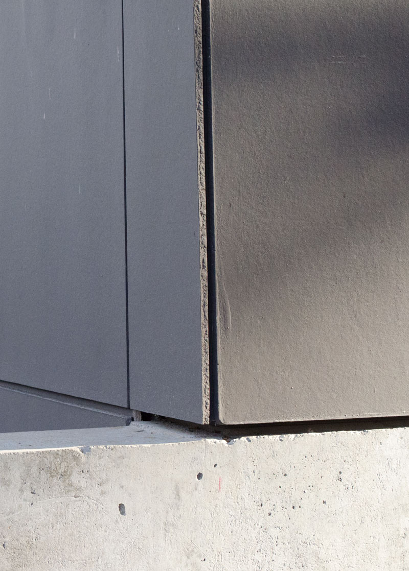 PAINTED-HARDIE-PANEL-CORNER-DETAIL-OVER-CONCRETE