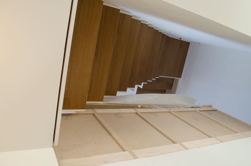 STEEL-STRINGER-INTERIOR-STAIR-DETAIL-WITH-WOOD-TREAD--STEPPED-PROFILE-UNDERSIDE
