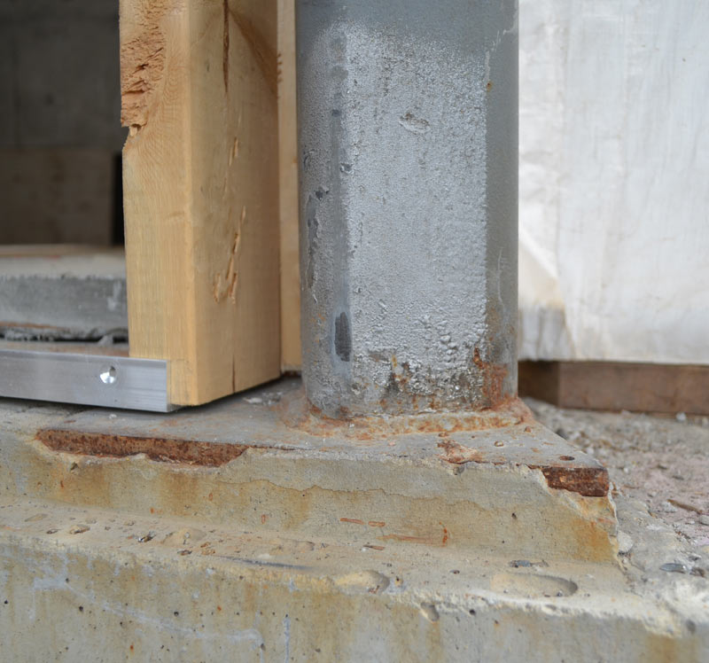 EMBEDDED-STEEL-BASEPLATE-WITH-WELDED-HSS-COLUMN-OVER-CONCRETE-FOUNDATION-WALL