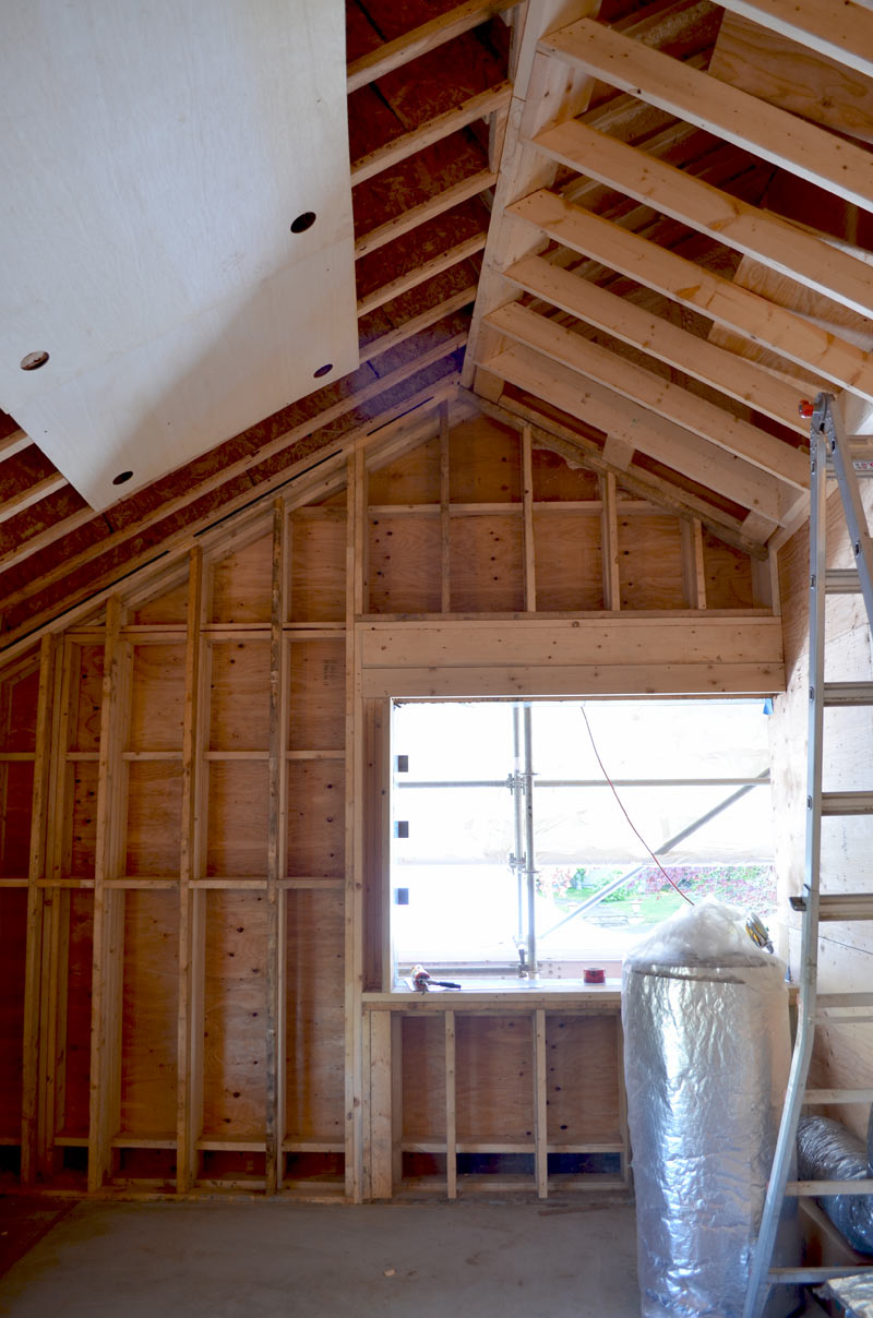 HOUSE-FRAMING---VAULTED-CEILING
