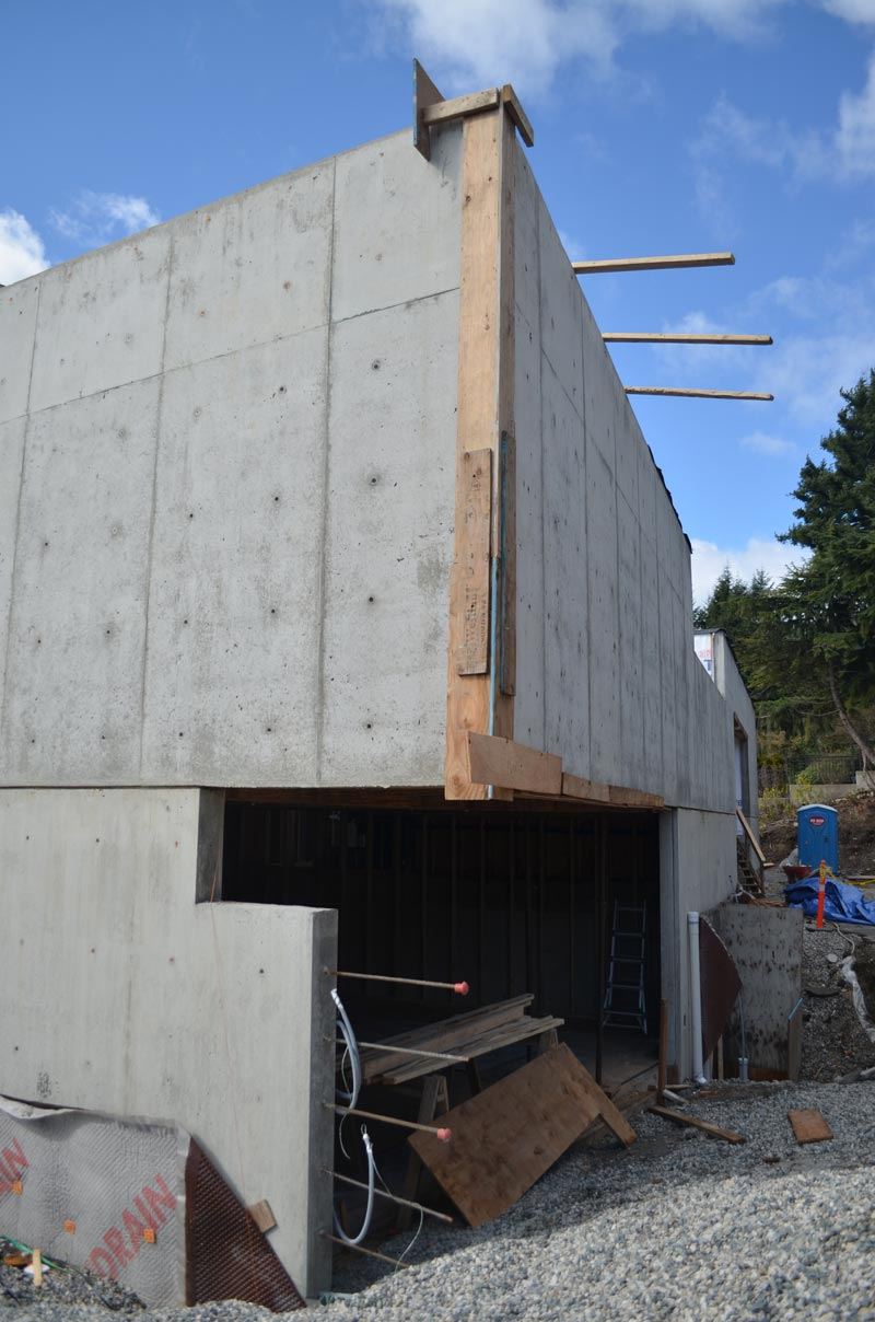 cantilevered-concrete-wall-framing-over-a-garage-door-opening